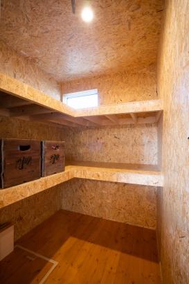 洗面室は部屋にせずダイニングの奥にスペースがあります