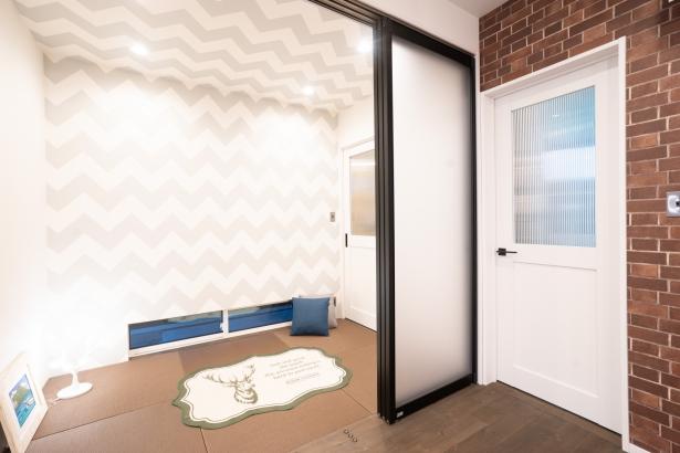 3畳の畳スペース。壁紙で広くおしゃれ